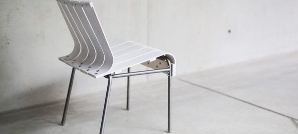 Projet Etudiant : Experimental Chair, la chaise White Stripes d'Attila Miletics