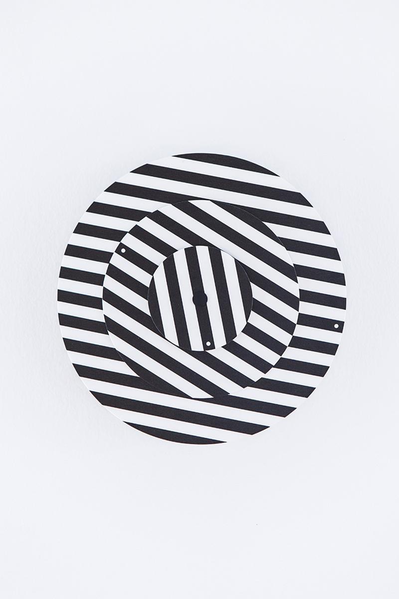 Graphic Time, la collection d'horloges abstraites du studio Raw Color