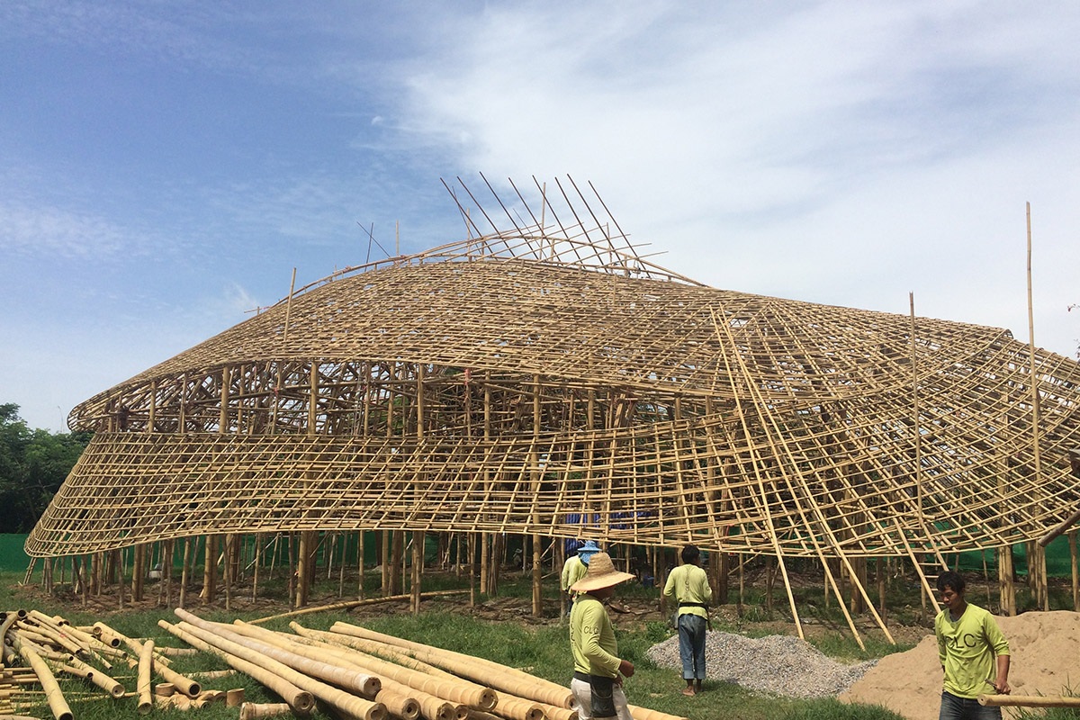 la salle de sport construite en bambou de la panyaden school sign e chiangmai life construction. Black Bedroom Furniture Sets. Home Design Ideas