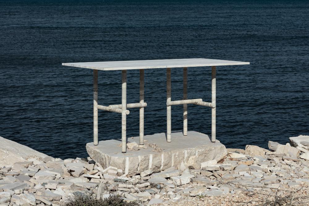 Mobilier en pierre de travertin par Clément Brazille