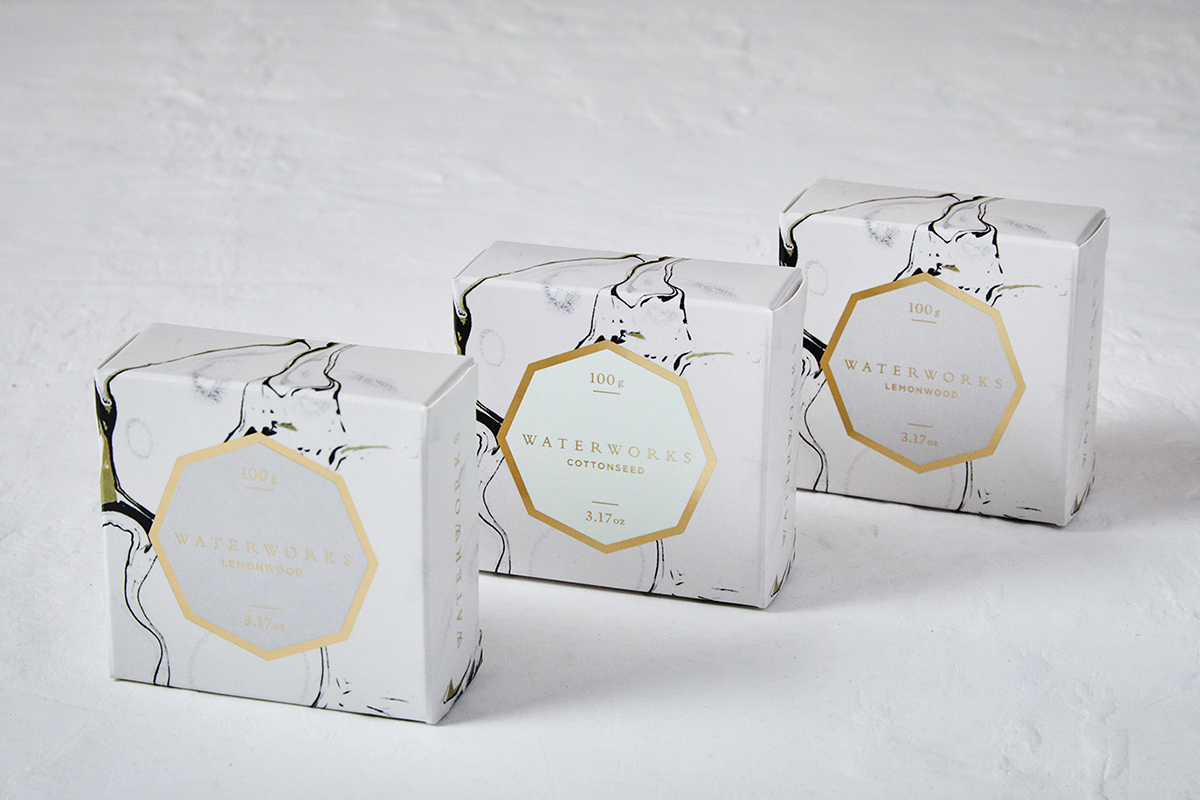 Le packaging de la marque Waterworks par le studio Sdco