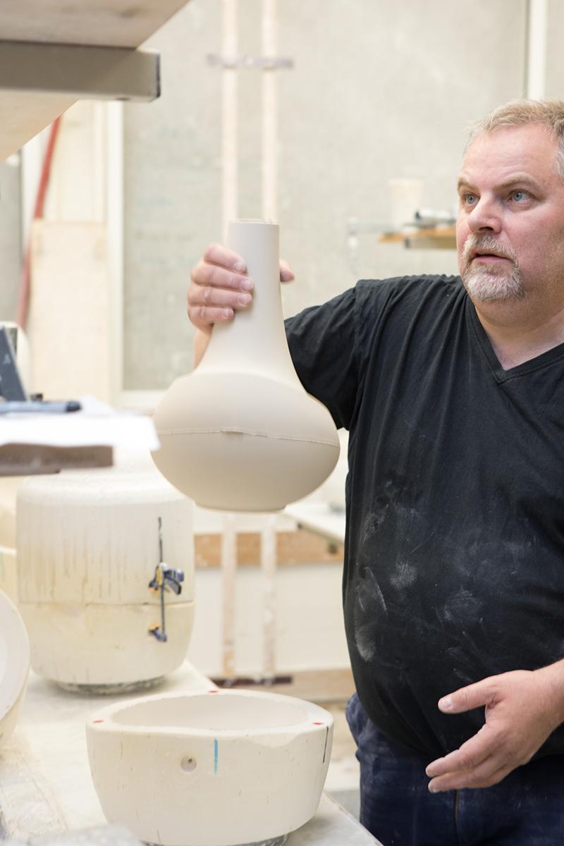 Interview : Anna Elzer Oscarson, designer céramique à la tête du AEO Studio