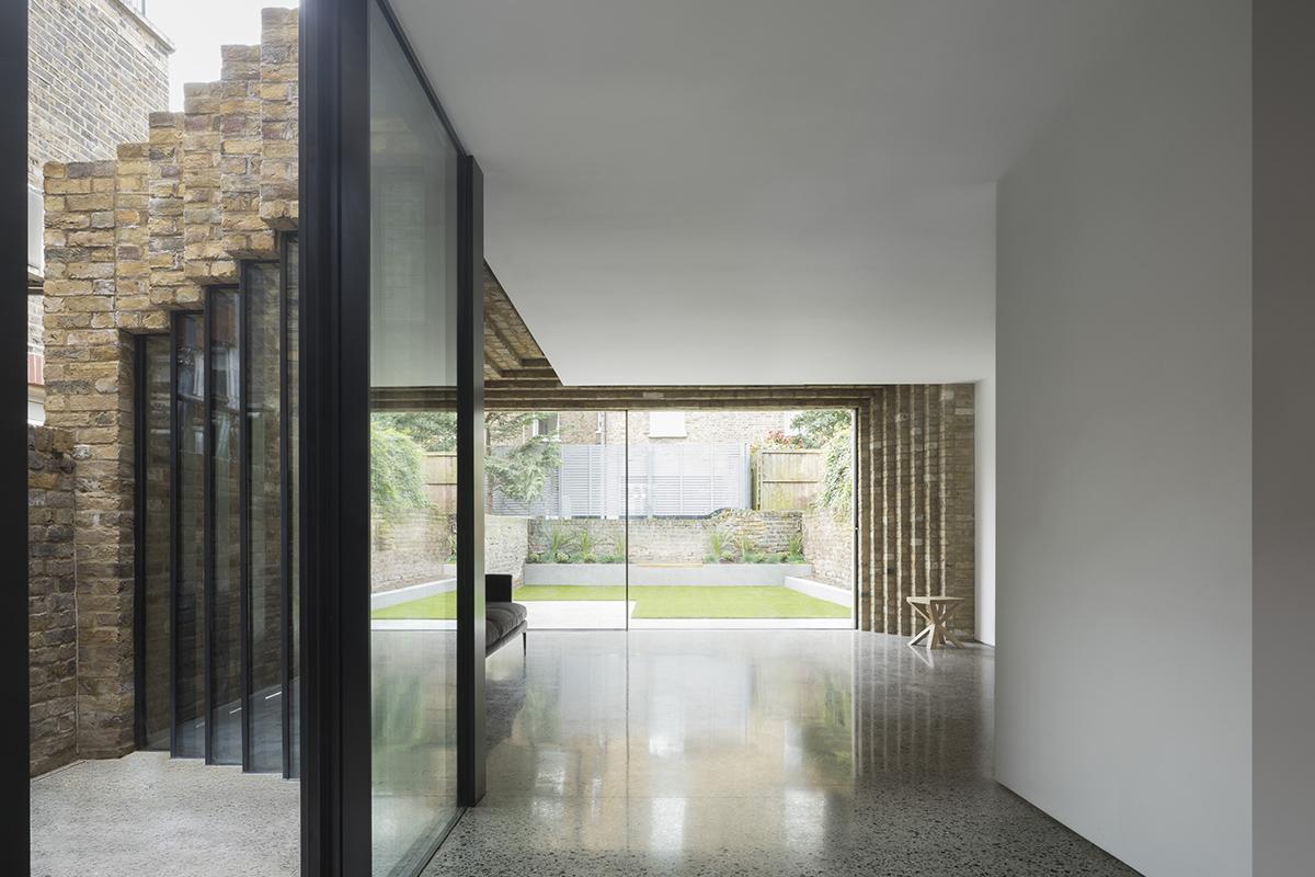 Step House, l'extension d'une maison conventionnelle de Londres par le studio Bureau de Change