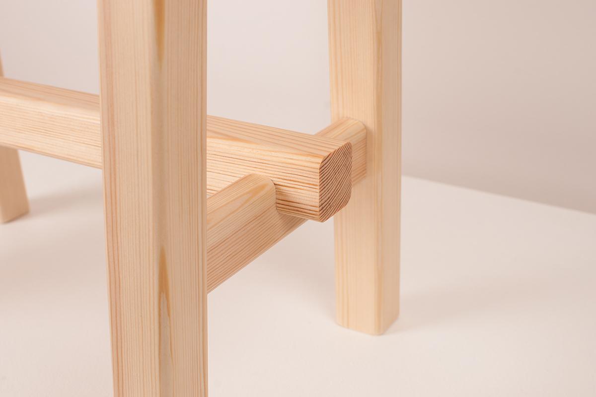 Pine Stool, un tabouret en pin multi-fonctionnel de Luis Rodriguez