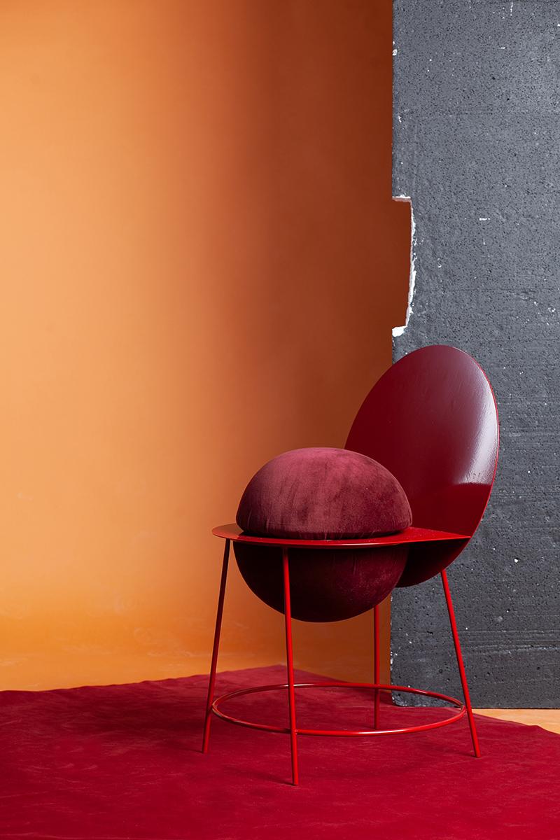 Proun, la chaise féminine et minimaliste de Katia Tolstykh