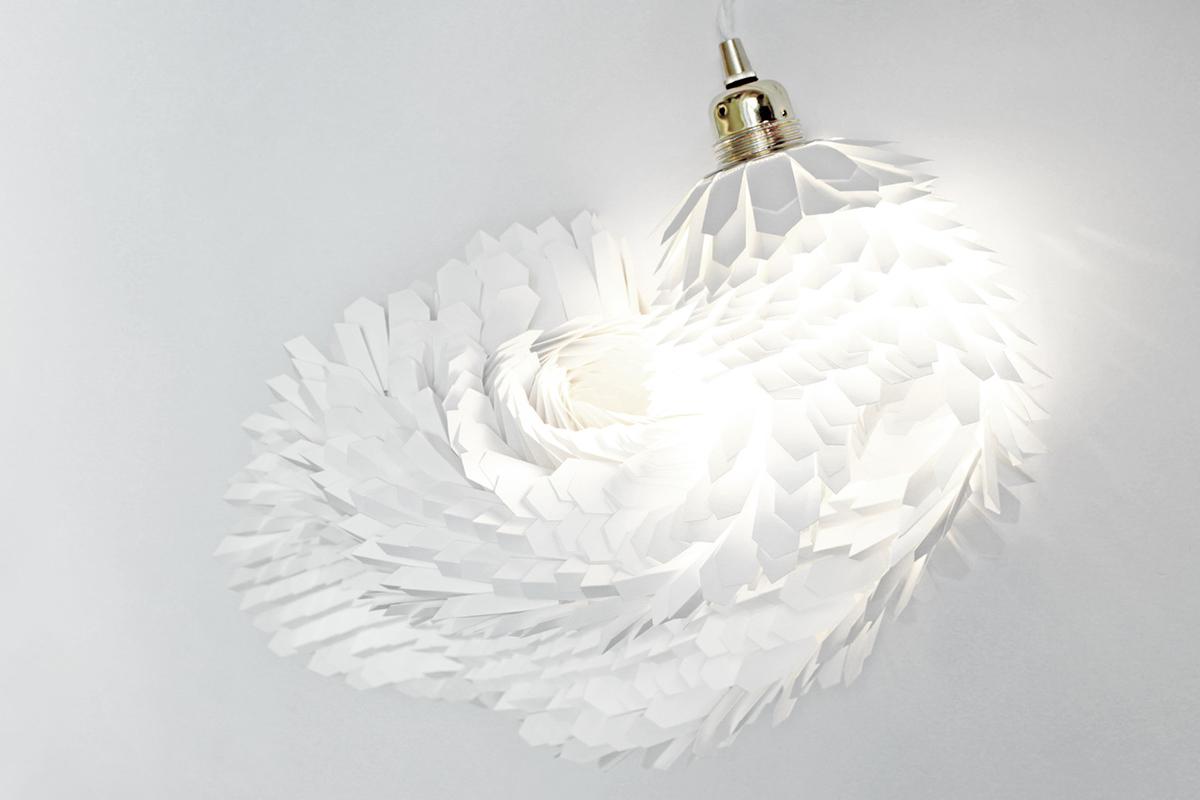Boa, les luminaires artisanaux en papier signés Anne-Charlotte Saliba