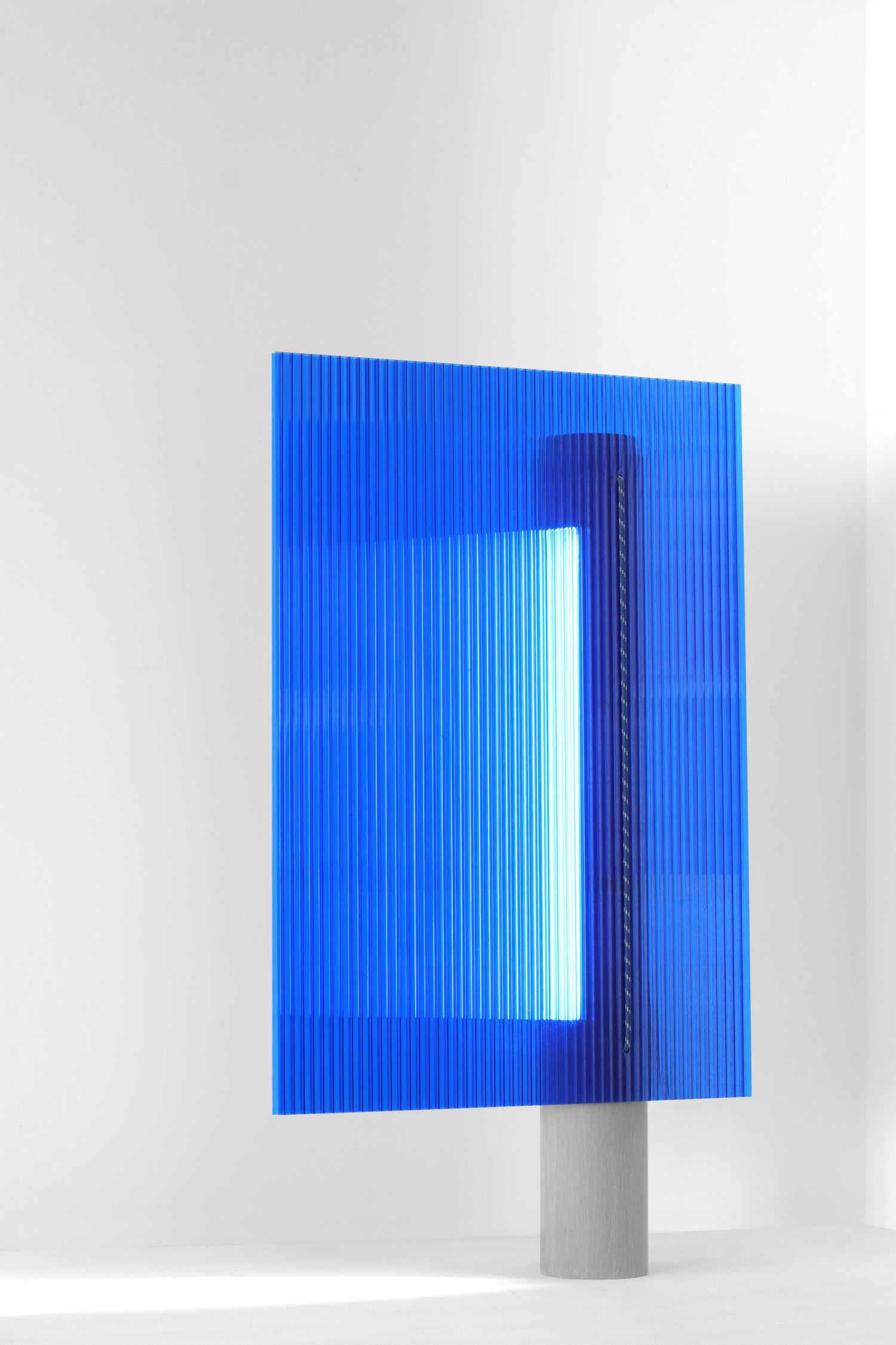Gradient blue lamp_flavien delbergue_©flavien delbergue